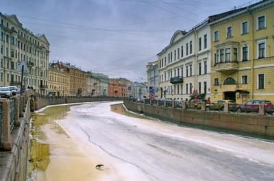 Квадратный город просыпается весной... Петербург