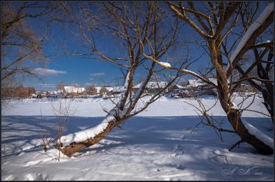 У реки.  За 4 дня до весны... У реки За 4 дня до весны 24.02.18 г.Судогда Река Судогда Заречная улица.Ивы вдоль Снег.Солнце.Тени
