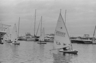 """семь футов"" Владивосток Владивосток яхтинг море спорт пленка fomapen200 zenit Helios 58mm 2f"