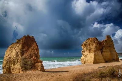 Братья скалы, океан, море, пляж, песок, облака, небо, шторм