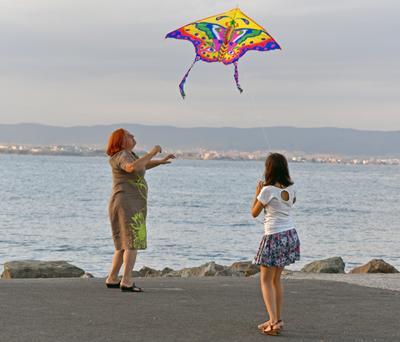 Вернулся, но не шарик, и не голубой... бабушка внучка воздушный змей море
