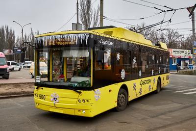 Новогодний троллейбус в Херсоне троллейбус херсон украшения праздник