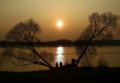 Двое. закат река деревья