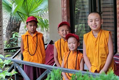 Будущие ламы Непал мальчишки монахи буддизм ламы