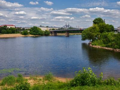 Впадении реки Тьмака (справа) в Волгу город пейзаж лето день солнце река Тьмака Волга набережная Тверь