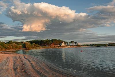 После грозы озеро облако бор пляж