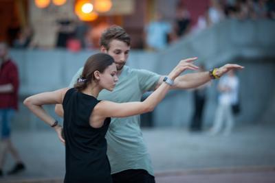 Танцы до утра танцы пара вечер Москва набережная