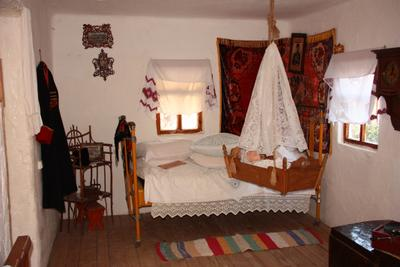 Атамань, хатка Атамань хата внутри колыбель кровать иконы