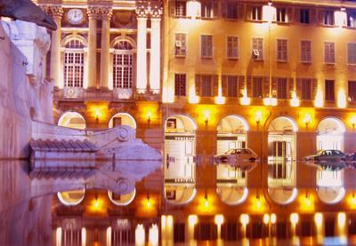 12 минут после полуночи Ницца ночь площадь Гарибальди фонтан отражение
