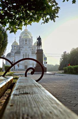 Утро город утро новочеркасск памятник собор скамейка парк аллея небо облака церьковь лето