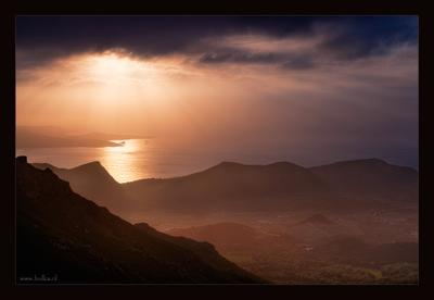 О том, как вечернее солнце разливалось по морю и озаряло горы и долины Корсики