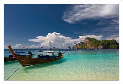 пАрящие над водой ... Таиланд Пи Пи остров море лодка облака
