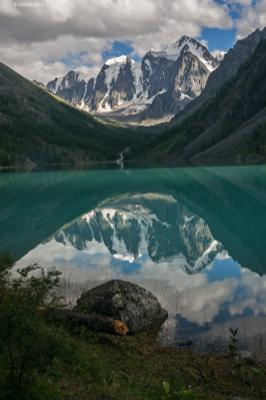 Нижнее Шавлинское озеро рано утром Горы Алтай Лишайник Шавло