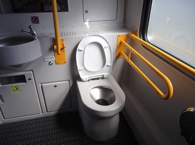 Уборочная электропоезда ЭП2Д-0114 с перилами для инвалидов Крым Евпатория КЖД 2020 туалет уборочная электропоезд жд ток
