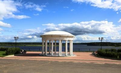 Город Мышкин. Ротонда на набережной Волги. мышкин ротонда набережная волга георгий жуков теплоход круиз