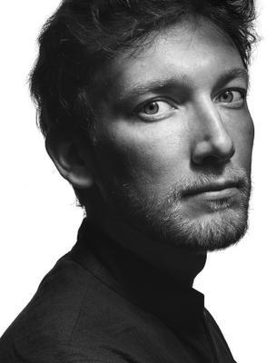 Портрет Романа Black-white portrait man actor poet