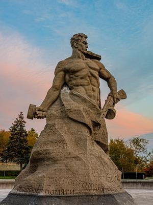 Памятник Стоявшим настмерть, Сталинград.