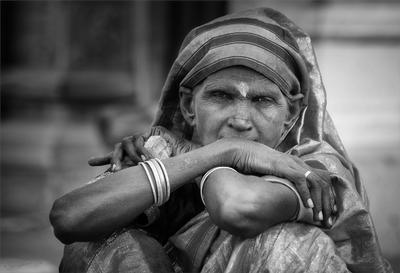 The women's view культура портрет индия человек традиционно женщина традиции индийский люди лицо взгляд грусть путешествия culture portrait india person traditional woman female asian tradition indian people head face look sadness travel ethnicity ethnic