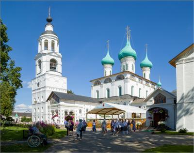 Воскресный день в Толгском монастыре Ярославль