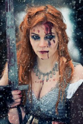 Последний воин мертвой земли воин викинг кольчуга бой меч кровь снег схватка зима смерть