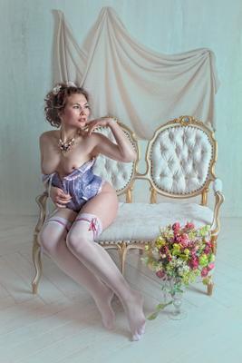 *** ART PORTRAIT NUDE CLASSIC FLOWERS WOMAN ILLUSTRATOVA