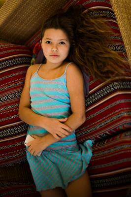 Девочка с телефоном девочка дочь Noctilux 0.95