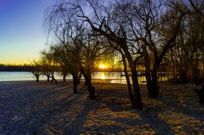 ***зимний закат у реки***