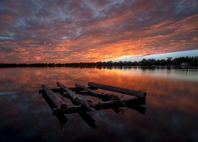 Плот озеро вода закат отражение плот облака небо
