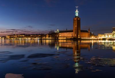 Стокгольмская ратуша ночью стокгольм швеция ночь море лед ратуша