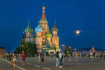 Красная площадь в полнолуние. Москва Красная площадь луна полнолуние поцелуй