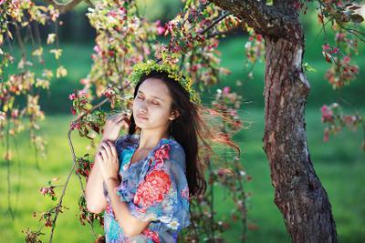 Дыхание Весны. девушка весна дерево цветы трава портрет дыхание весны корона одуванчики