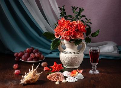 Воспоминания об отпуске. Красные розы вино морские раковины