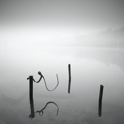 Chasing girl река вода отражение туман Утро берег металл железо квадрат минимализм длинная выдержка