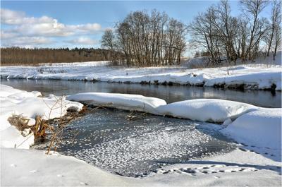 Март на Истре Истра прогулка река берег снег вода