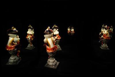 Параллельность статуэтка свет отражение