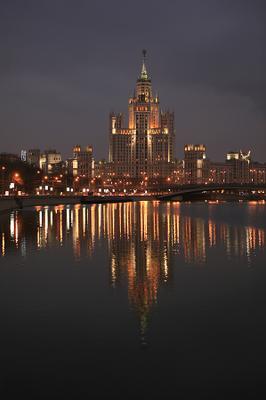 Высотка на Котельнической набережной (2) Москва высотка Котельническая набережная река огни отражение