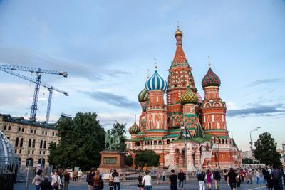 Москва все строится
