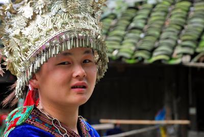 Девушка мяо Китай мяо национальный костюм
