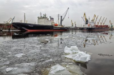 Морской порт Петербурга. Время ледохода. петербург весна ледоход лед порт ледокол