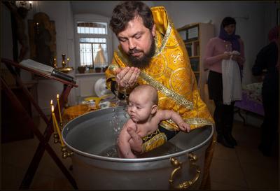 Крещается раба Божия  Валерия ... Крещение 08.12.18 Отец Виктор Церковь.Чамерево Валерия Купель.Вода