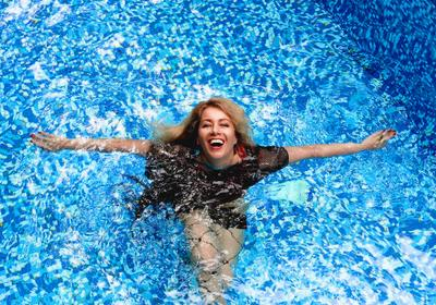*** бассейн съёмка в бассейне девушка