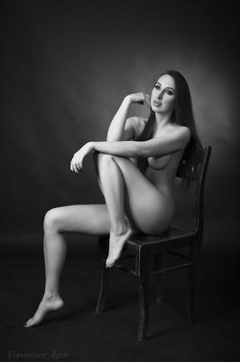 *** девушка ню грудь обнажённая красивая голая стул фон картина