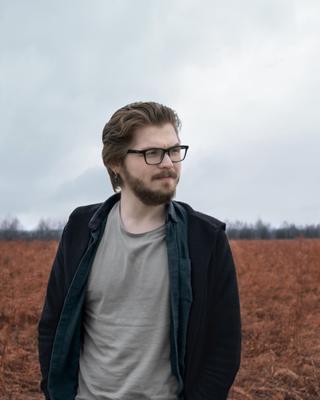 *** портрет весна мужчина поле