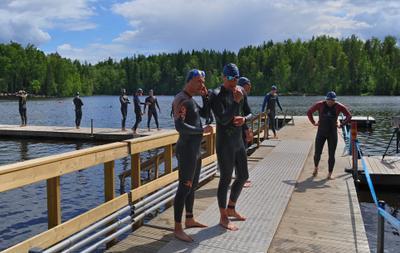 Триатлон - перед стартом (1) перед_стартом участники заплыв 1500м озеро триатлон Вантаа Большой_Хельсинки Kuusijärvi Vantaa Finland