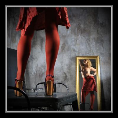 Женщина в Красном Студия света и звука