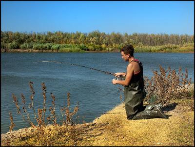 Рыбалка - дело святое! :) рыбак рыбалка удочка речка