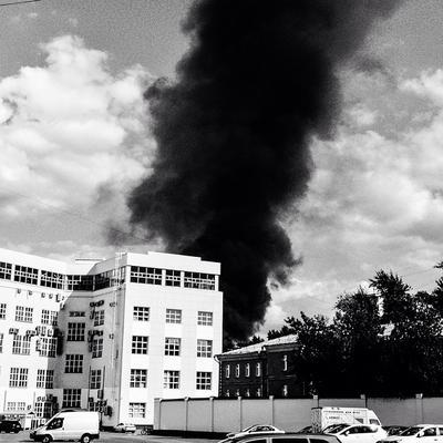 Black smoke здания окна машины небо облака дым пожар buildings windows cars sky clouds smoke fire