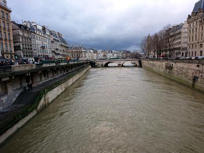 Хмурый Париж