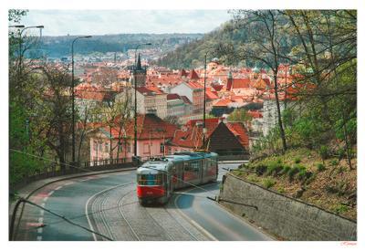 Трамвай Прага Prague Чехия Czech Republic Трамвай крыши красные