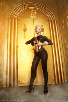 Катя агна деви золото космос золотые ворота студия с воротами врата со львами гламур